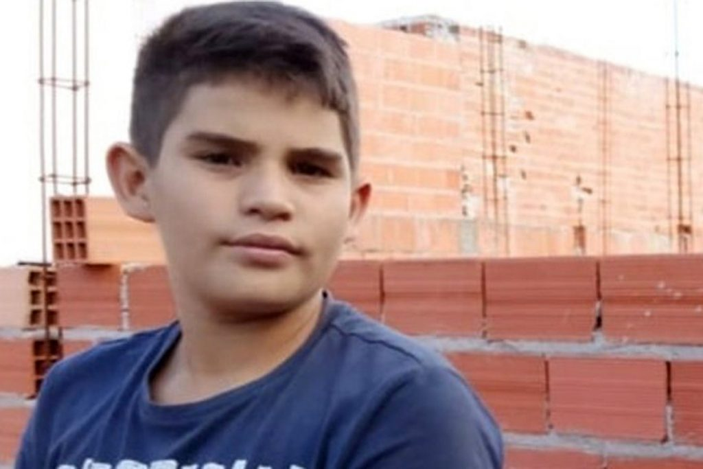 Dad's horror as son, 12, is electrocuted to loss of life whereas flying kite comprised of metallic wire into energy line